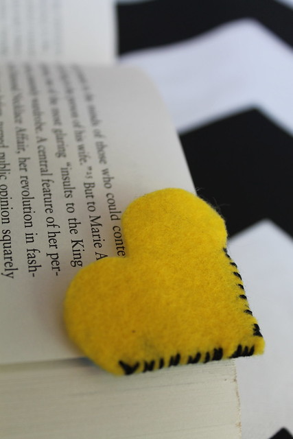 How to make felt heart bookmarks