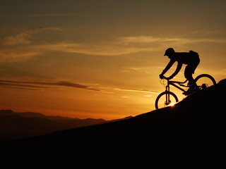 Descending Dumyat on two wheels in the sunset _photo: markus stitz