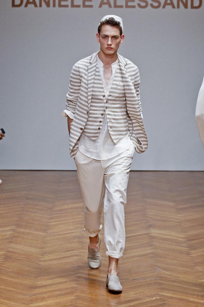 Jakob Hybholt4019_SS13 Milan Daniele Alessandrini(fashionising.com)