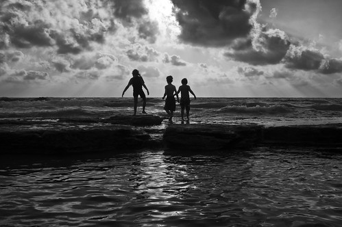 sunset seascape water silhouette kids clouds blackwhite sony hitech minolta2485mm mygearandme sonya55