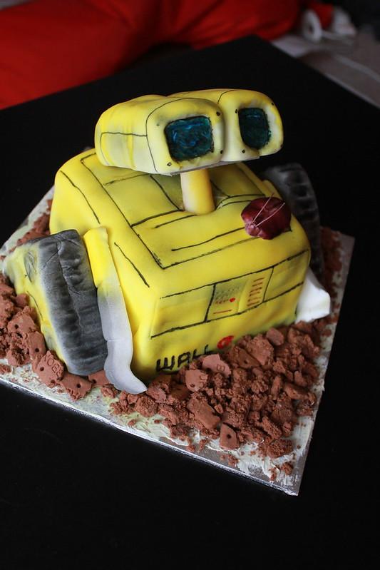 Wall.e Cake