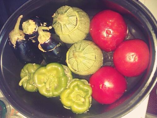 Γεμιστά έτοιμα για μαγείρεμα. Ντομάτες, πιπεριές, κολοκυθακι στρογγυλό και μελιτζανα.