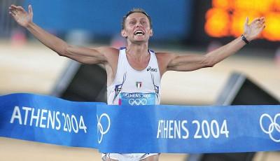 Olympijské střípky: útok diváka zamíchal pořadím aténského maratonu (+ VIDEO)
