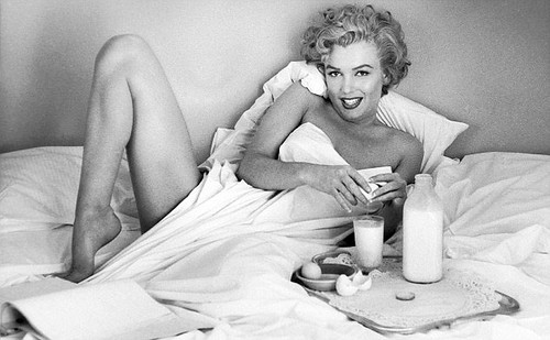 Marilyn Monroe in bed with milk