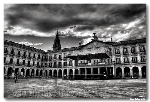 Ayuntamiento de Vitoria-Gasteiz #2 b/w by VRfoto