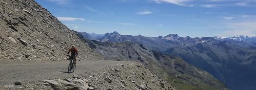 Approaching Col de Caron