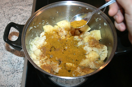 24 - Mit Gewürzen versehen / Add spices