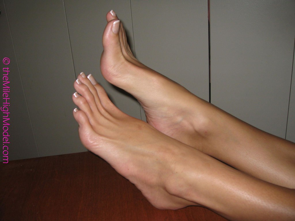 women with big sexy feet