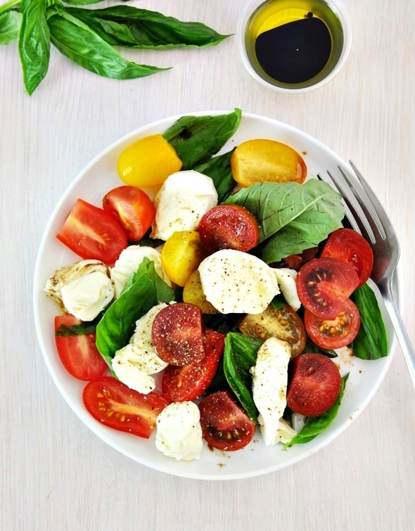 Classic Caprese Salad with Bocconcini | www.fussfreecooking.com