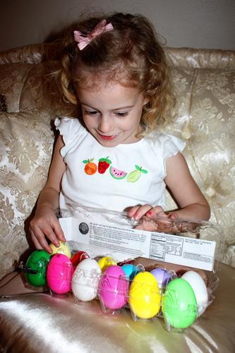 Egg12_AutumnHoldingEggs