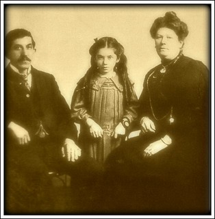 Eva Heart (1905-1996) with her parents - #3.