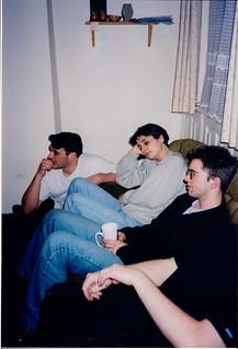À la maison, des gens squattent toujours le canapé