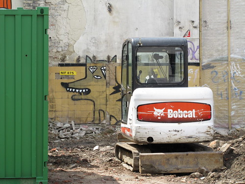 street art & graffiti Ghent - a DOG and a bobCAT