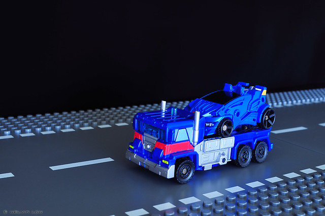Ultra Magnus car carrier