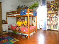play(0.0), dormitory(0.0), kindergarten(0.0), building(1.0), furniture(1.0), room(1.0), property(1.0), bed(1.0), bunk bed(1.0),