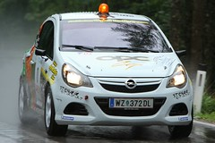 automobile(1.0), automotive exterior(1.0), opel(1.0), vehicle(1.0), city car(1.0), bumper(1.0), land vehicle(1.0),