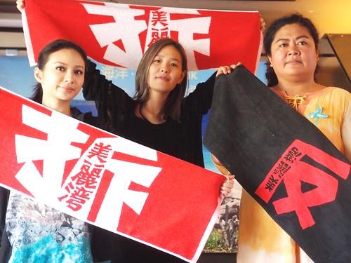 創作才女歌手張懸(中)也長期熱心支持公共議題,為弱勢發聲。