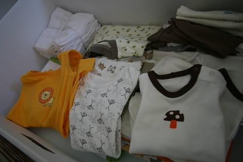 媽媽包裡,有很多各式各樣的實用小衣服