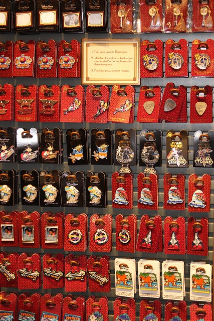 downtown-disney-trading-pins