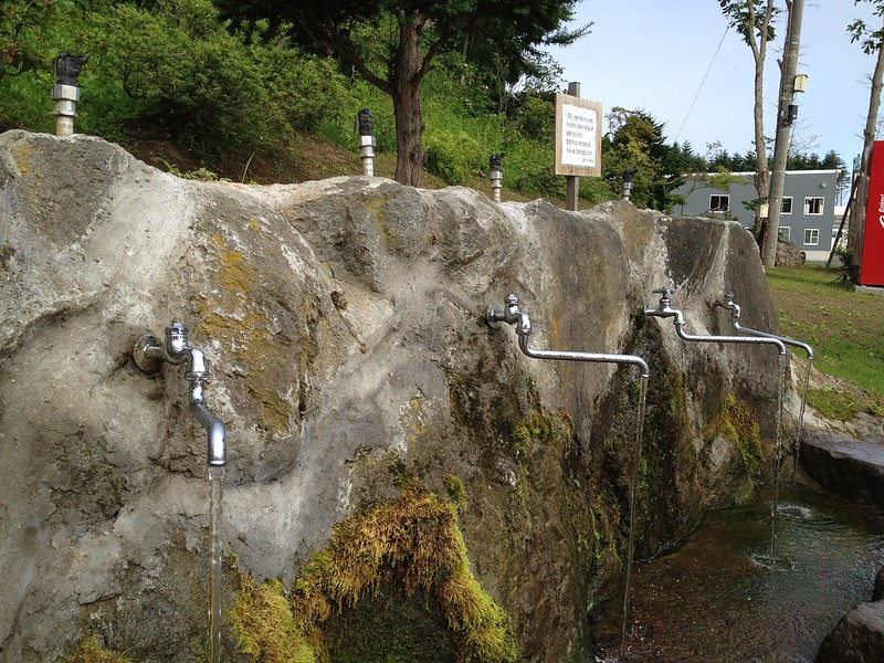 ヤクモ飲料で水を汲む