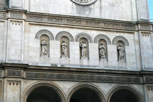 Evangelisten & Christus über dem Portal der Ludwigskirche
