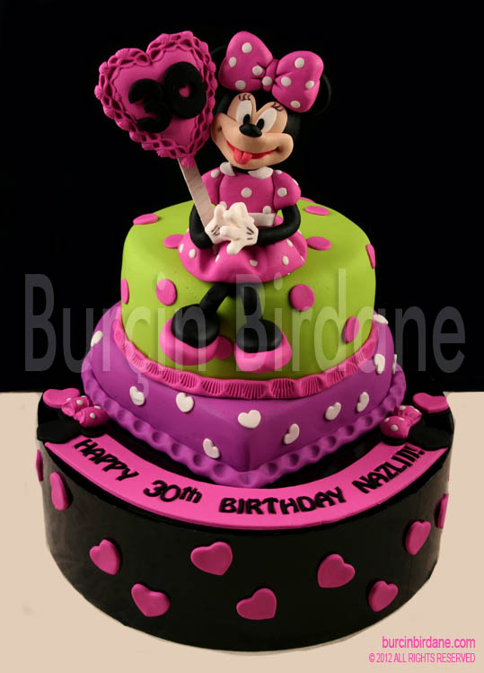 Minnie Mouse 30 Yas Pastasi