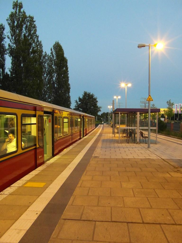 S Bahnhof Storkower Straße : berlin s bahnhof storkower stra e ringbahn linien ~ Watch28wear.com Haus und Dekorationen