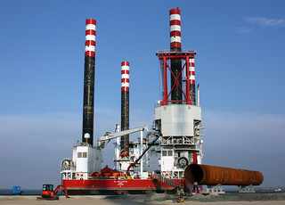 Self-propelled jack-up vessel SEAJACKS ZARATAN in Cuxhaven