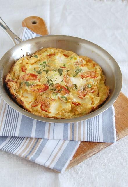 Roast tomato and goats cheese frittata / Frittata de tomates assados e queijo de cabra