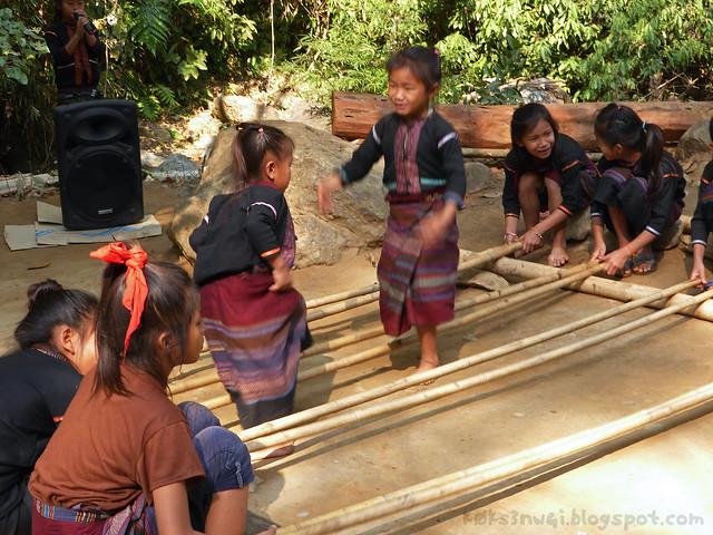 Kaeng Nyui Bike Trip Bamboo Dance