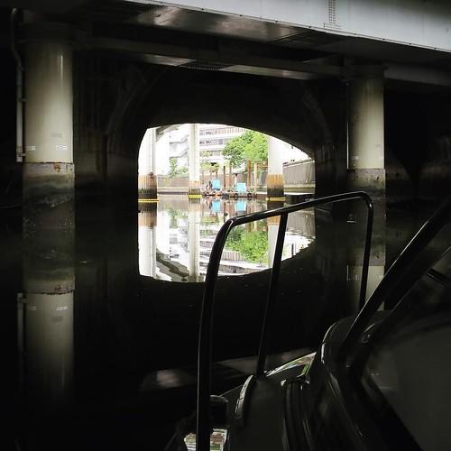 日本橋川は、道路に蓋をされてるようにも見える。 #ヤマハマリン #勝どきマリーナ