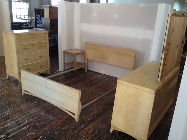Mid century modern blonde mahogany bedroom set an - Mahogany bedroom furniture contemporary ...