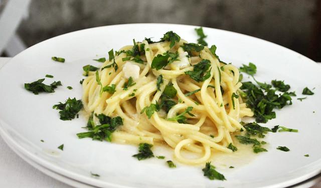 Spaghetti con le vongole fuiute (scappate)