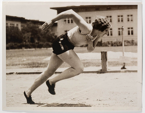 Eileen Wearne training at Manual Arts High School, Los Angeles, 1932 / photographer unknown