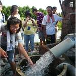 學生親身了解溪州缺水的情形,以及農民解決之道。陳文姿攝。