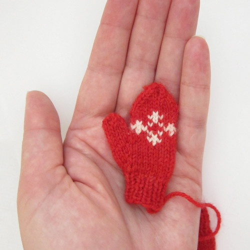 Knitting Pattern For Mini Mittens : Just Crafty Enough   Advent Calendar Project   Week 4