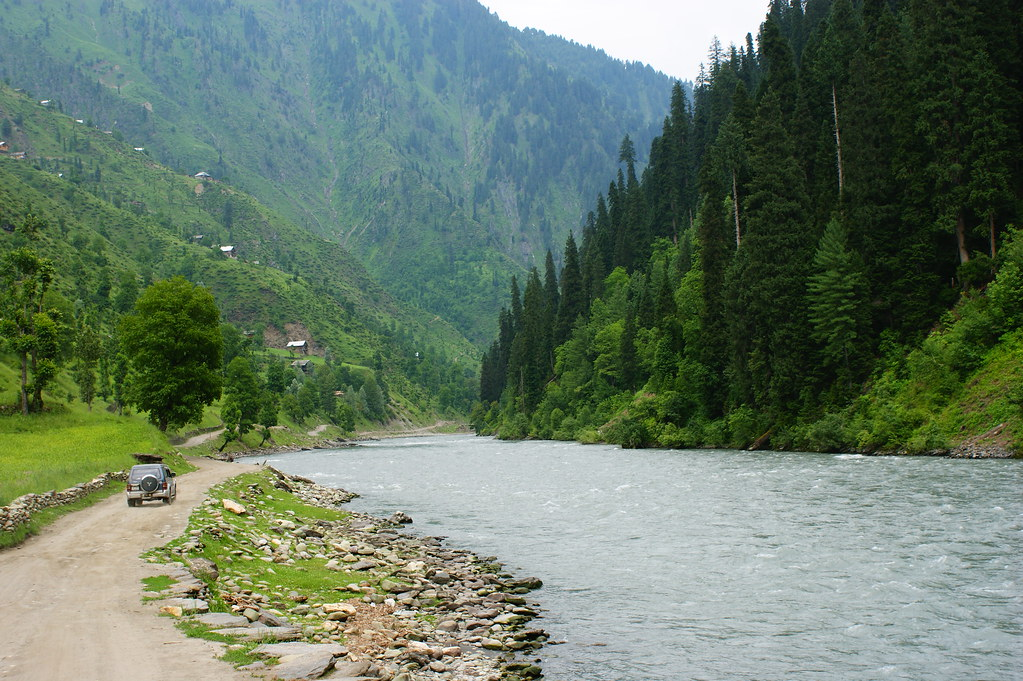 """MJC Summer 2012 Excursion to Neelum Valley with the great """"LIBRA"""" and Co - 7595571028 d1faa714f1 b"""