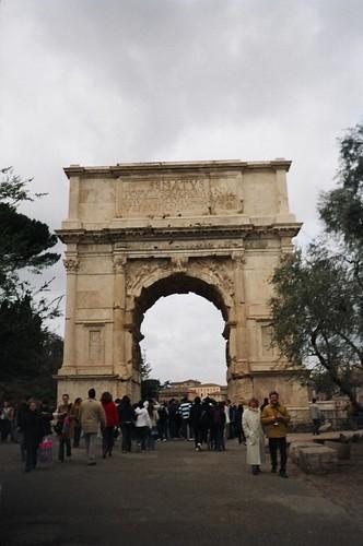 2004.02.27.031 - ROMA - Foro Romano - Arco di Tito