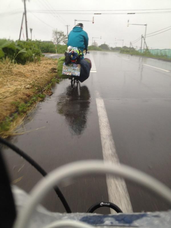 雨天走行する金沢君