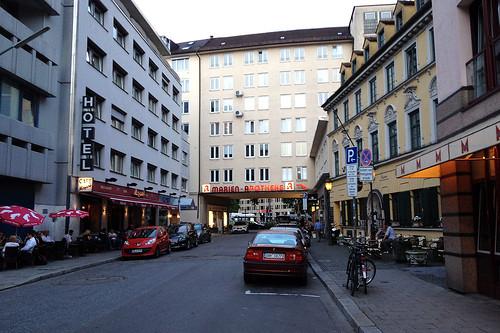 Pettenkoferstraße, Durchgang zum Sendlinger-Tor-Platz