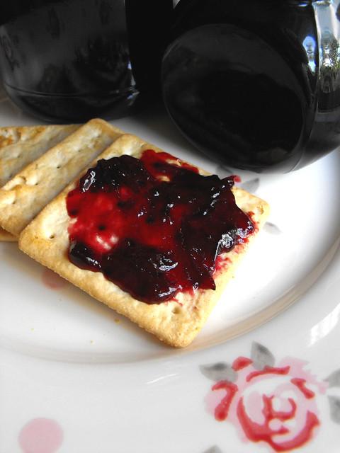 Doce de ameixas (de Moimenta da Beira) com mel e canela