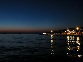 il mare sotto il cielo viola