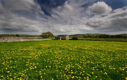 day cloudy peakdistrict limestone staffordshire whitepeak peakdistrictnationalpark alstonefield walkinginstaffordshire