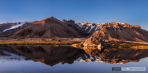 blue sunset sky panorama sun white snow mountains cold water rock mirror iceland spring still pond nikon quiet seasons pano peaceful panoramic calm cliffs serenity snowing nordic tundra manfrotto 1635mm d810 republicoficeland