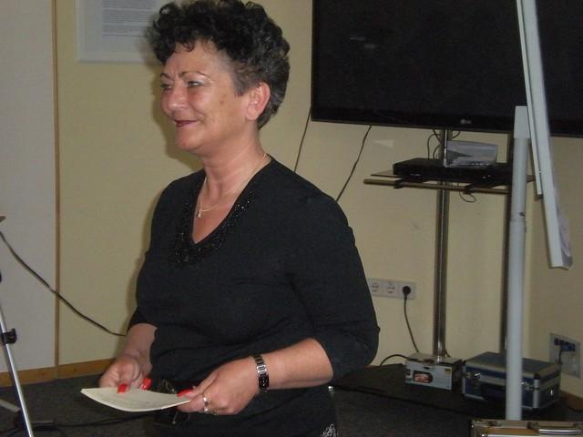 Gabriele bei ihrer Präsentation