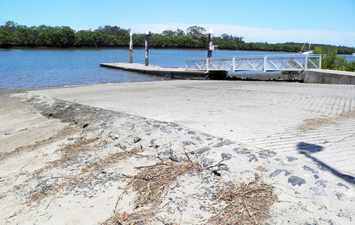 Public boat ramps, canoe ramps and pontoons