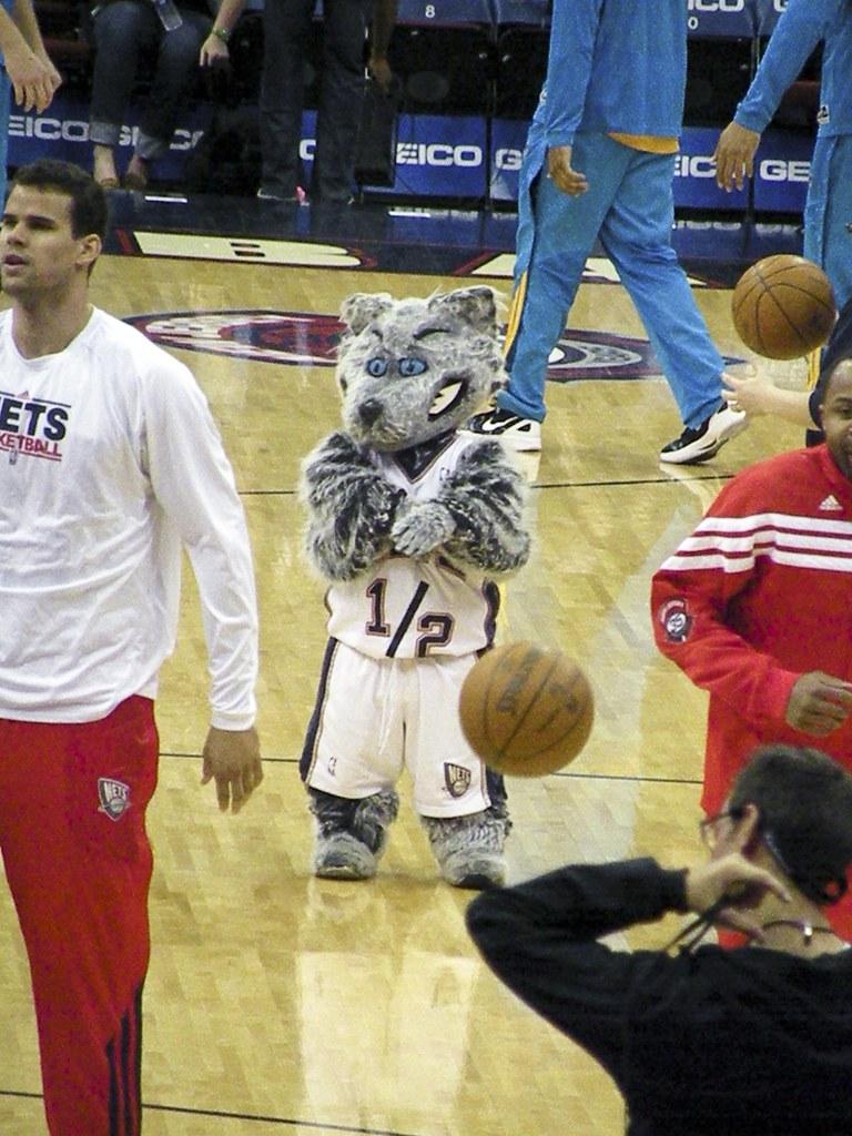 big sale fcfce 57466 Mini Sly, New Jersey Nets Mascot   New Jersey Nets vs. New O ...