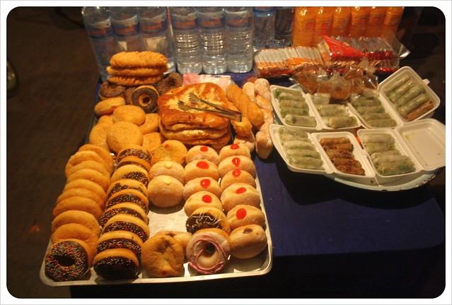 luang prabang night market donuts