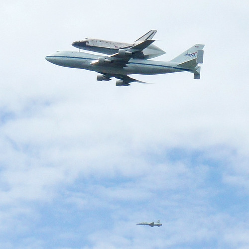 747 SCA NASA 905 with Space Shuttle Discovery OV-103