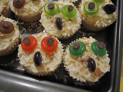 2 Amanda Brush-Coconut Owl Cupcakes